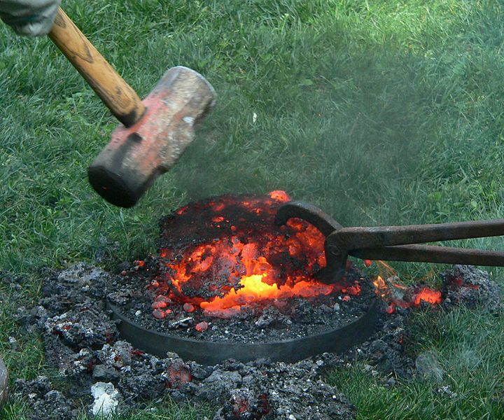 Difference Between Sponge Iron and Pig Iron