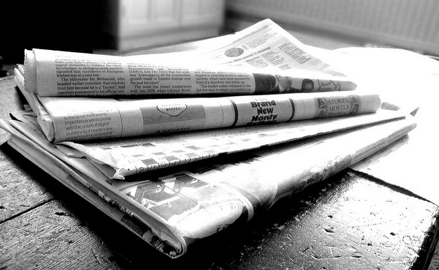 Difference Between Online News and Newspaper | Compare the Difference  Between Similar Terms