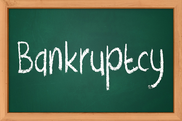 Difference Between Bankruptcy and Debt Consolidation