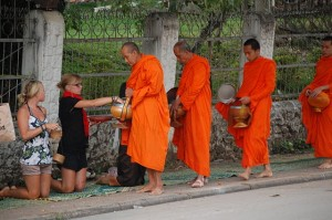 Difference Between Mahayana and Theravada Buddhism
