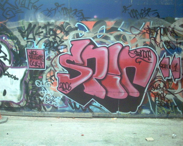 Difference Between Graffiti and Tagging - Tagging Example