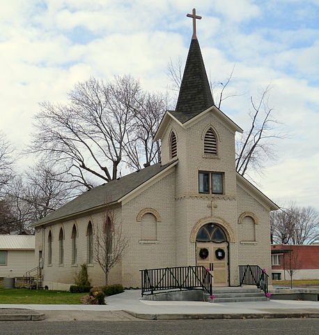 Difference Between Catholic Church and Protestant Church