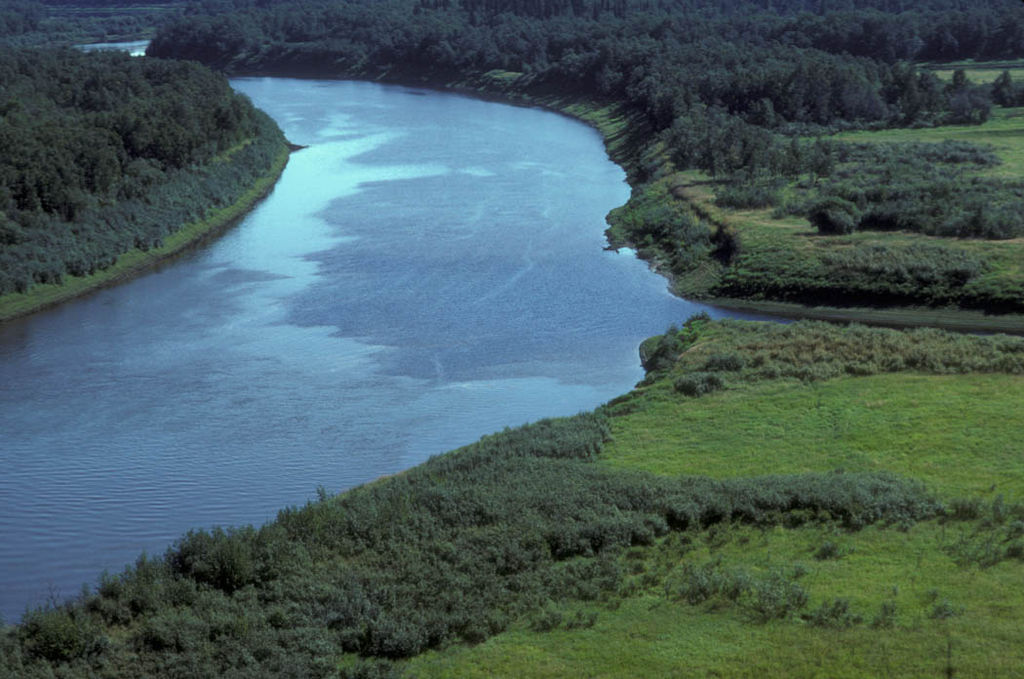 Difference Between a River and a Lake