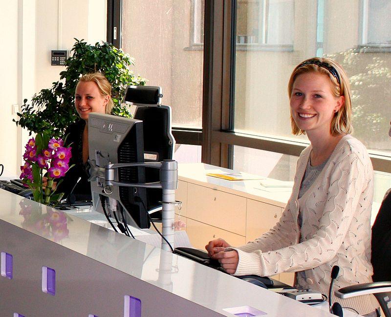 Secretary vs Receptionist