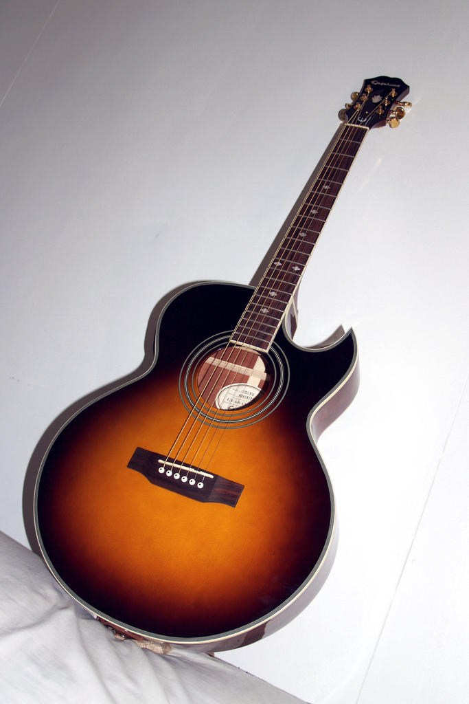 Difference between Acoustic Guitars and Classical Guitars