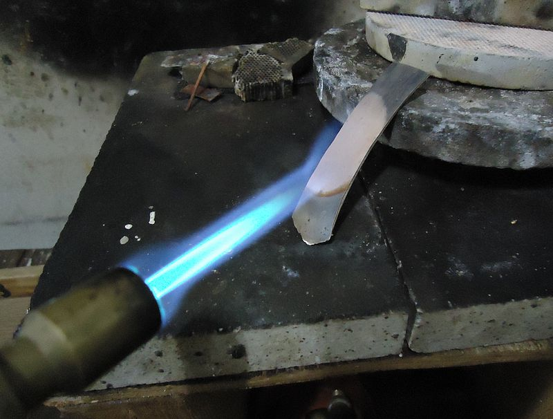 difference between heat treatment and annealing
