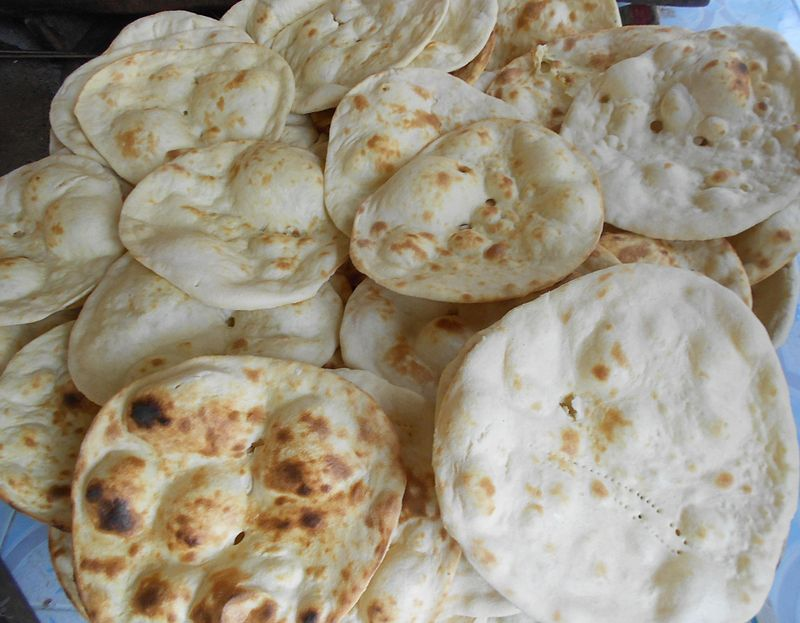 Key Difference - Roti vs Chapati
