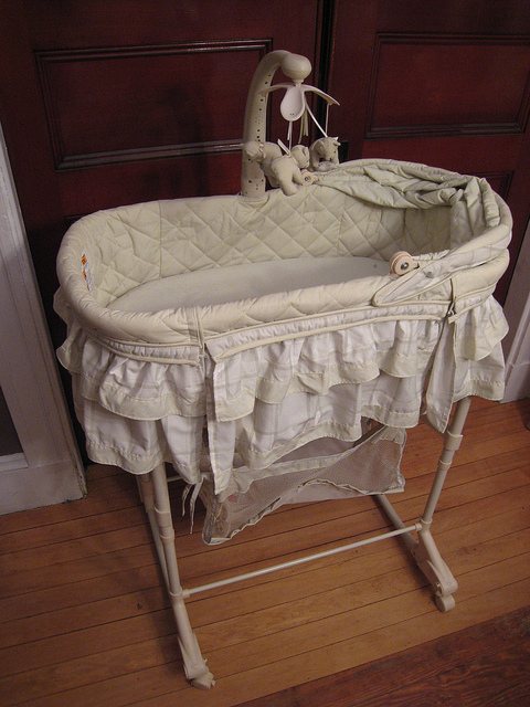 Key Difference -  Bassinet vs  Moses Basket