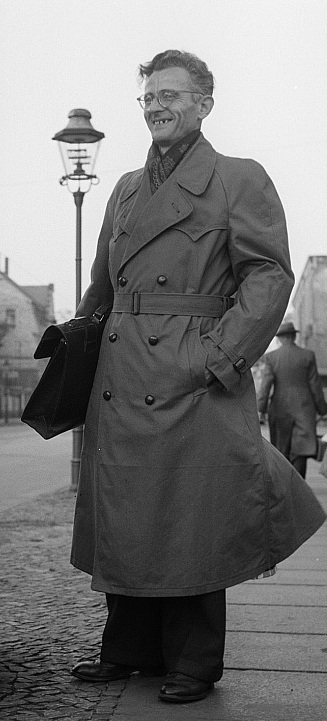Key Difference - Pea Coat vs Trench Coat