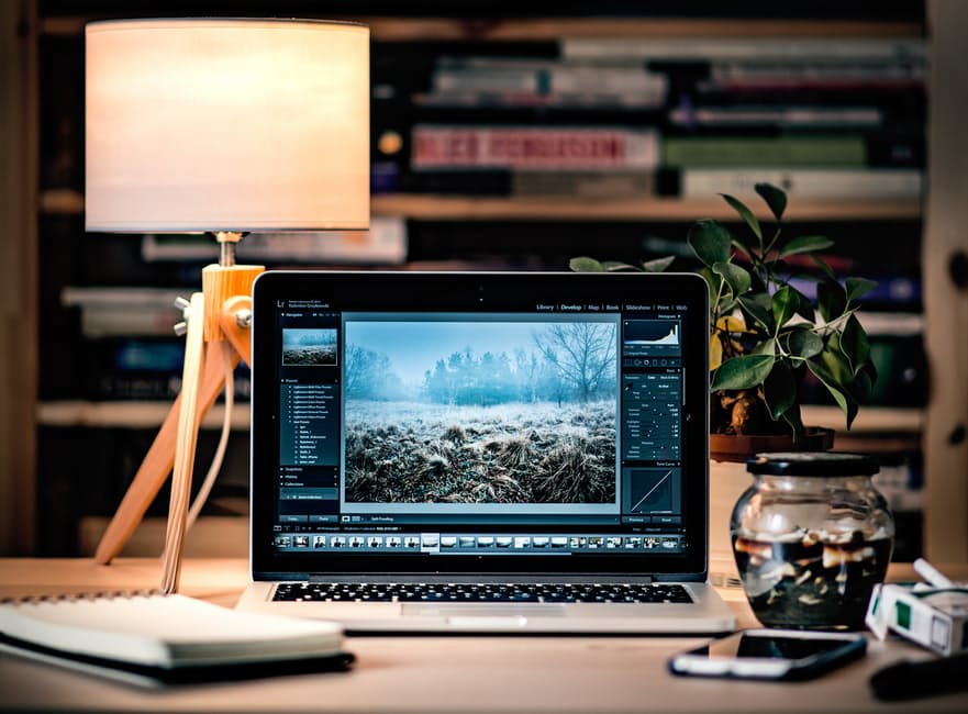 Difference Between Photoshop Elements and Photoshop