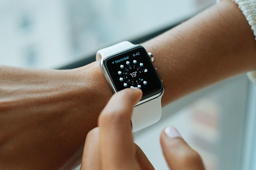 Difference Between Fitbit and Apple Watch