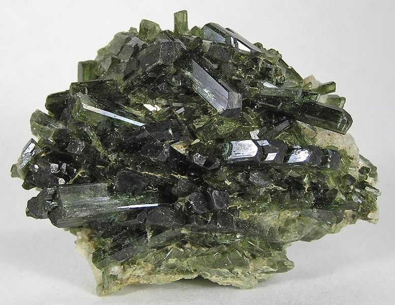 Key Difference Between Pyroxene and Amphibole