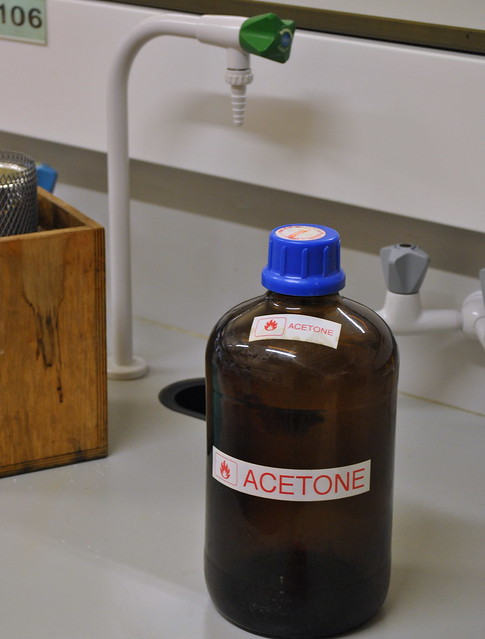 Difference Between Acetone and Methylated Spirits