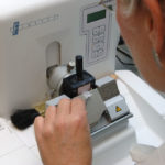 Difference Between Microtome and Ultramicrotomy