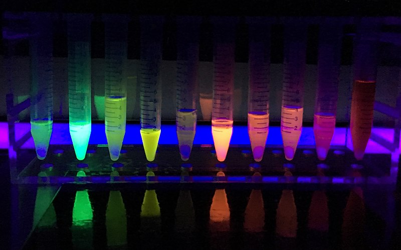 Difference Between Chemiluminescence and Fluorescence