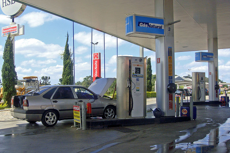Key Difference - Compressed Gas vs Compressed Air